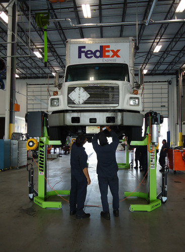 ARI-HETRA Hybrid Battery Powered Heavy Vehicle Lift System.  (PRNewsFoto/ARI-HETRA)