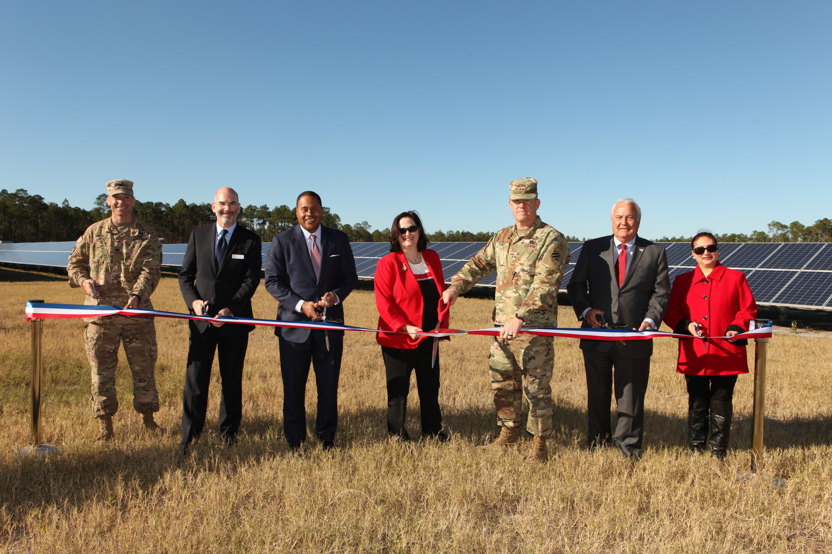 Leaders from Georgia Power and the U.S. Army joined elected officials, community leaders and other dignitaries at Fort Stewart near Hinesville, Ga. today to dedicate a new 30 megawatt (MW) on-base solar facility.