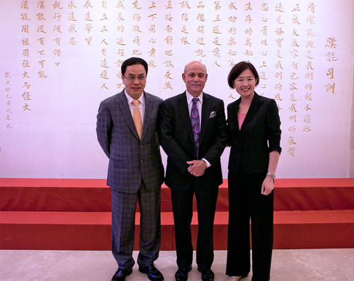 From left to right: Mr. Hejun Li, Chairman, Hanergy; Dr. Jeremy Rifkin; Ms. Changhua Wu, The Climate Group.  (PRNewsFoto/Hanergy Holding Group Limited)