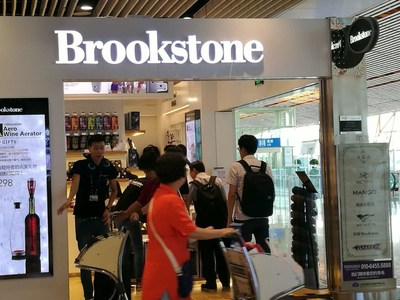 Travellers shopping around store front at Beijing International Airport Gate C13/14