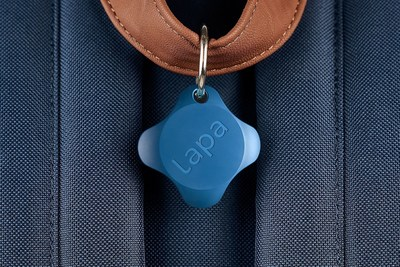 Yes, we all want our things trackable - but in a way that suits our style. Lapa 2 has such a sleek design you'll want to wear it with everything. Tough, but cool.