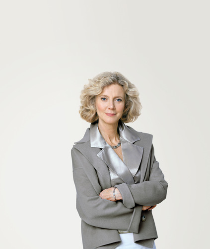Award-Winning Actress Blythe Danner and Amgen Launch Act 2 Reduce Fractures(TM) Educational