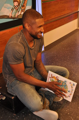 Usher reads to children in NYC on Sept. 4, to help launch Scholastic's new reading initiative, Open a World of Possible. (Photo credit: Scholastic) (PRNewsFoto/Scholastic Corporation)