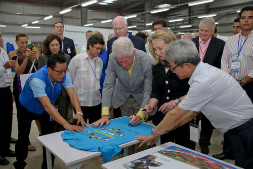 US Secretary of State Hillary Clinton and Former President Bill Clinton Signing the First Product by Sae-A Haiti Factory (From the left: Former President Bill Clinton, US Secretary of State Hillary Clinton, Sae-A Chairman Woong-Ki Kim).  (PRNewsFoto/Sae-A Trading Co., Ltd.)