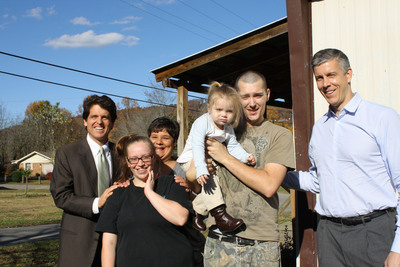 Secretary of Education Arne Duncan (right), joins Save the Children's Senior Vice President Mark Shriver to visit a Whitley County family in Save the Children's Early Steps to School Success program. Also pictured, Save the Children home visitor Martha Paul who works with the family: Holly and Chris and their daughter Lelia, 20 months old.  (PRNewsFoto/Save the Children)