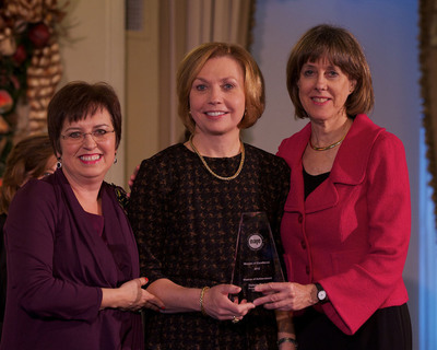 Elaine Sarsynski, executive vice president, MassMutual's Retirement Services Division, accepts the Women of Excellence award from the National Association for Female Executives (NAFE). Shown: Carol Evans, president, Working Mother Media Network and CEO, NAFE (left), Elaine Sarsynski, MassMutual (center), and Dr. Betty Spence, president, NAFE.  (PRNewsFoto/MassMutual Retirement Services, AMY HART)