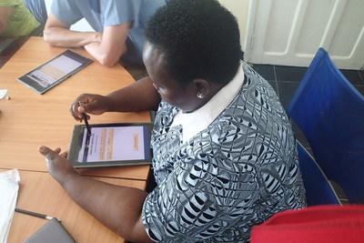 Healthcare worker in Monrovia learns how to to use the IRC's electronic medical record system. Photo: Paul Amendola / International Rescue Committee