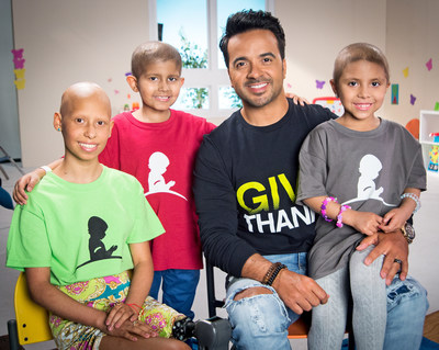 Luis Fonsi with St. Jude patients Jennifer, Ian and Jenny