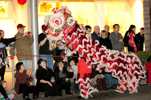 Beverly Hills, California celebrates Chinese New Year 2013 with traditional performances including a lion dance. (PRNewsFoto/Beverly Hills Conference & Visitors Bureau) (PRNewsFoto/BEVERLY HILLS CVB)