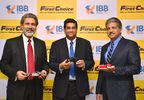 Left to Right: Rajeev Dubey, President (Group HR, Corporate Services & After-Market) & Member of the Group Executive Board, Mahindra & Mahindra Ltd., Dr. Nagendra Palle, CEO & MD, Mahindra First Choice Wheels Ltd. & Anand Mahindra, Chairman & MD, Mahindra & Mahindra Ltd. & Chairman, Mahindra First Choice Wheels Ltd. at the announcement.