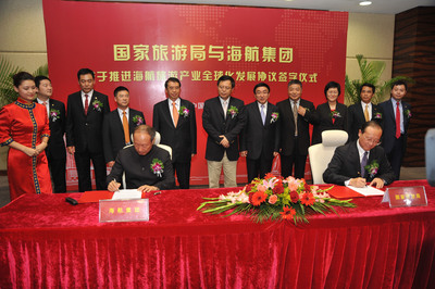 Signing Ceremony between China National Tourism Administration and HNA Group for Global Expansion of HNA Group's Tourism Operations.  (PRNewsFoto/HNA Tourism Holding (Group) Co., Ltd.)