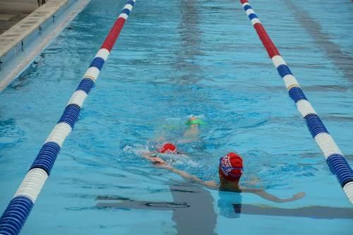 An adult learn-to-swim lesson in progress. (PRNewsFoto/U.S. Masters Swimming)