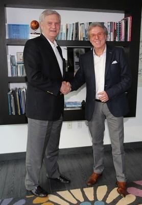 Randy Falco presidente y director ejecutivo de Univision Communications Inc. y Patricio Wills / Photo credit: Alex Tamargo, Getty Images