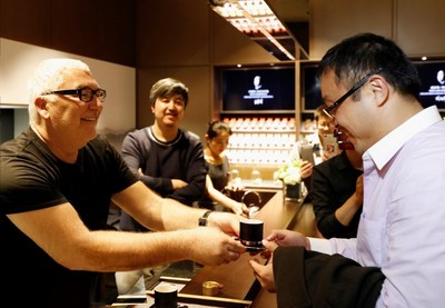 After creating the first Apple Store with Steve Jobs, Tim Kobe has now designed the first XIAO GUAN TEA Store