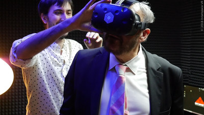 John Rhys-Davies in Virtual Reality with Innerspace VR wearing the HTC VIVE headset.