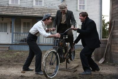 "Protagonistas de 'Harley and the Davidsons': Bug Hall, Robert Aramayo y Michiel Huisman (""Game of Thrones""). Estreno domingo 23 de octubre en Discovery en Espanol."