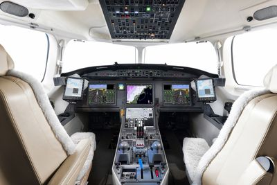 Falcon 7X EASy II Flight Deck EASA & FAA certified (PRNewsFoto/Dassault Falcon)