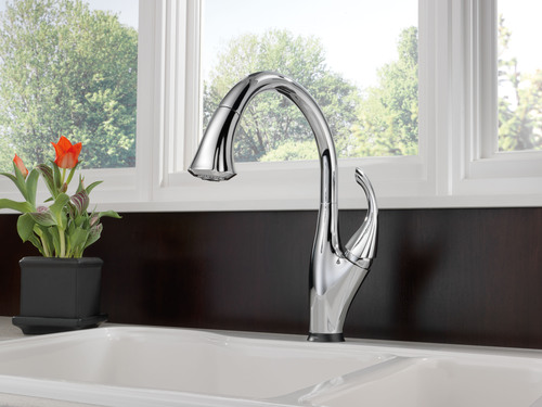 Delta Addison pull-down kitchen faucet with Multi-Flow and Touch2O Technology.  (PRNewsFoto/Delta Faucet Company, Gary Sparks)
