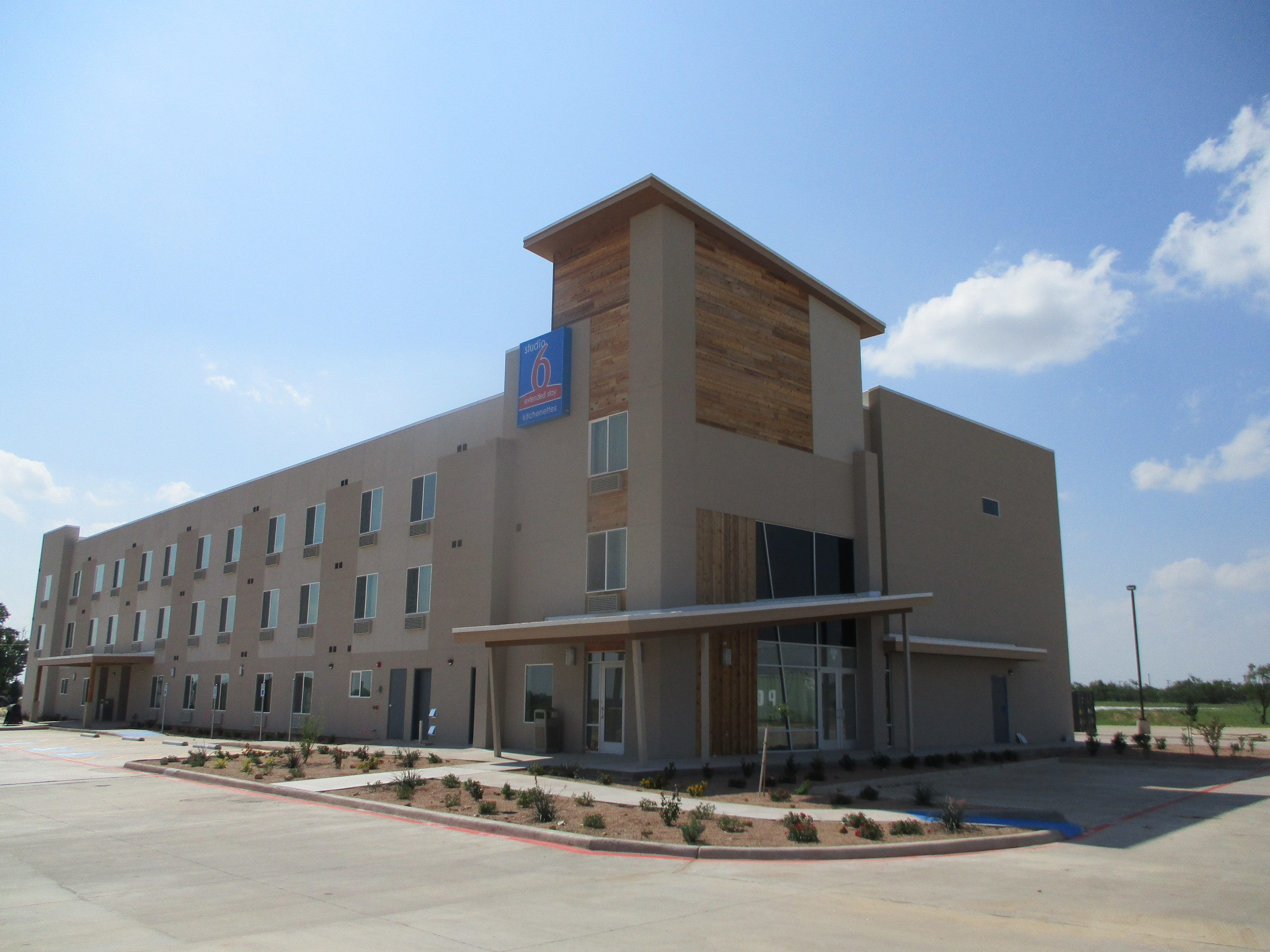 Newly opened Studio 6 in Colorado City, TX is the 100th location for the brand