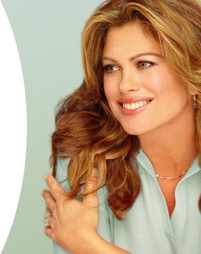 kathy ireland Worldwide(R) to Launch Eco-Elegant Floral Collection for OrganicBouquet.com.  (PRNewsFoto/BLP Commerce, Inc.)