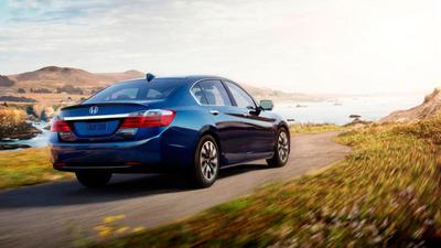 "Honda Accord Named ""2014 Green Car of the Year"" by Green Car Journal.  (PRNewsFoto/American Honda Motor Co., Inc.)"