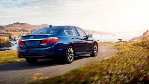 "Honda Accord Named ""2014 Green Car of the Year"" by Green Car Journal. (PRNewsFoto/American Honda Motor ..."