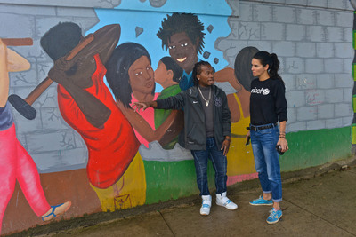 A youth leader in Bluefields, Nicaragua shows UNICEF Ambassador Angie Harmon a mural that adolescents painted illustrating the issue of human trafficking. (PRNewsFoto/U.S. Fund for UNICEF, Kike Calvo / Courtesy of the U.S. Fund for UNICEF)