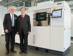 (f.l.t.r.): Dr. Hans J. Langer, Founder and CEO of EOS, and Chinese Vice Premier Ma Kai in front of an EOS M 290 Direct Metal Laser Sintering (DMLS) system