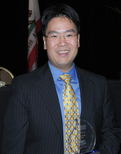 VIZIO'S Jerry Huang wins 'RISING STAR AWARD' honoring exemplary legal accomplishments.  (PRNewsFoto/VIZIO, Inc.)