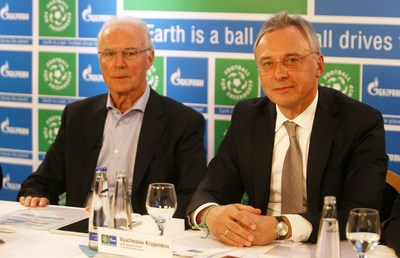 Vyacheslav Krupenkov, Senior Managing Director of GAZPROM Germania GmbH, and Franz Beckenbauer, Global Ambassador of FOOTBALL FOR FRIENDSHIP programme (PRNewsFoto/FOOTBALL FOR FRIENDSHIP)