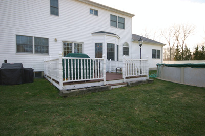 "The Beck's ""before"" deck.  (PRNewsFoto/Thompson's Water Seal)"