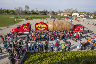 Hundreds of Riverside Elementary School students in Boise, Idaho, along with teachers, parents and the IPC's mascots Spuddy Buddy and Spud Beauty, gave the Big Idaho Potato Truck its biggest (and loudest) send-off ever! To see if the Big Idaho Potato Tour is coming to a town near you, visit bigidahopotato.com. (PRNewsFoto/Idaho Potato Commission)