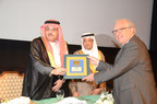 Professor Eberhart Zrenner accepts the Saudi Ophthalmological Society Gold Medal Lecture award at the Saudi Ophthalmology 2015 annual meeting.