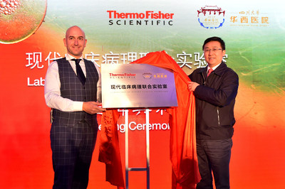 Prof. Li Weimin, President of West China Hospital and Gianluca Pettiti, Thermo Fisher Scientific country President of China, unveiled the nameplate for the laboratory