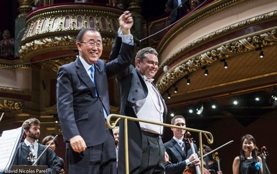 Standing ovation for Ban Ki-moon and conductor Antoine Marguier at the UN Orchestra's farewell concert at Victoria Hall, Geneva, October 2nd 2016. (PRNewsFoto/United Nations Orchestra)