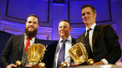 Rawlings Gold Glove Award winners, pitcher Dallas Keuchel of the Houston Astros(TM) (left) and Zack Greinke of the Los Angeles Dodgers(TM) (right), accept their awards from Greg Maddux at the Rawlings Gold Glove Awards in New York City on November 13, 2015.