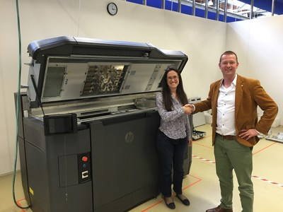 HP's Virginia Palacio and Stefan Rink, Shapeways VP of Manufacturing, with the new HP Jet Fusion 3D Printing Solution, the world's first production-ready commercial 3D printing system, installed in Shapeways' Eindhoven factory.