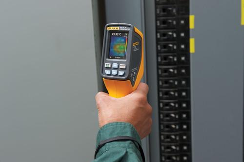 Il nuovo termometro ad infrarossi con schermo Fluke VT02 è l'anello mancante tra termometri e