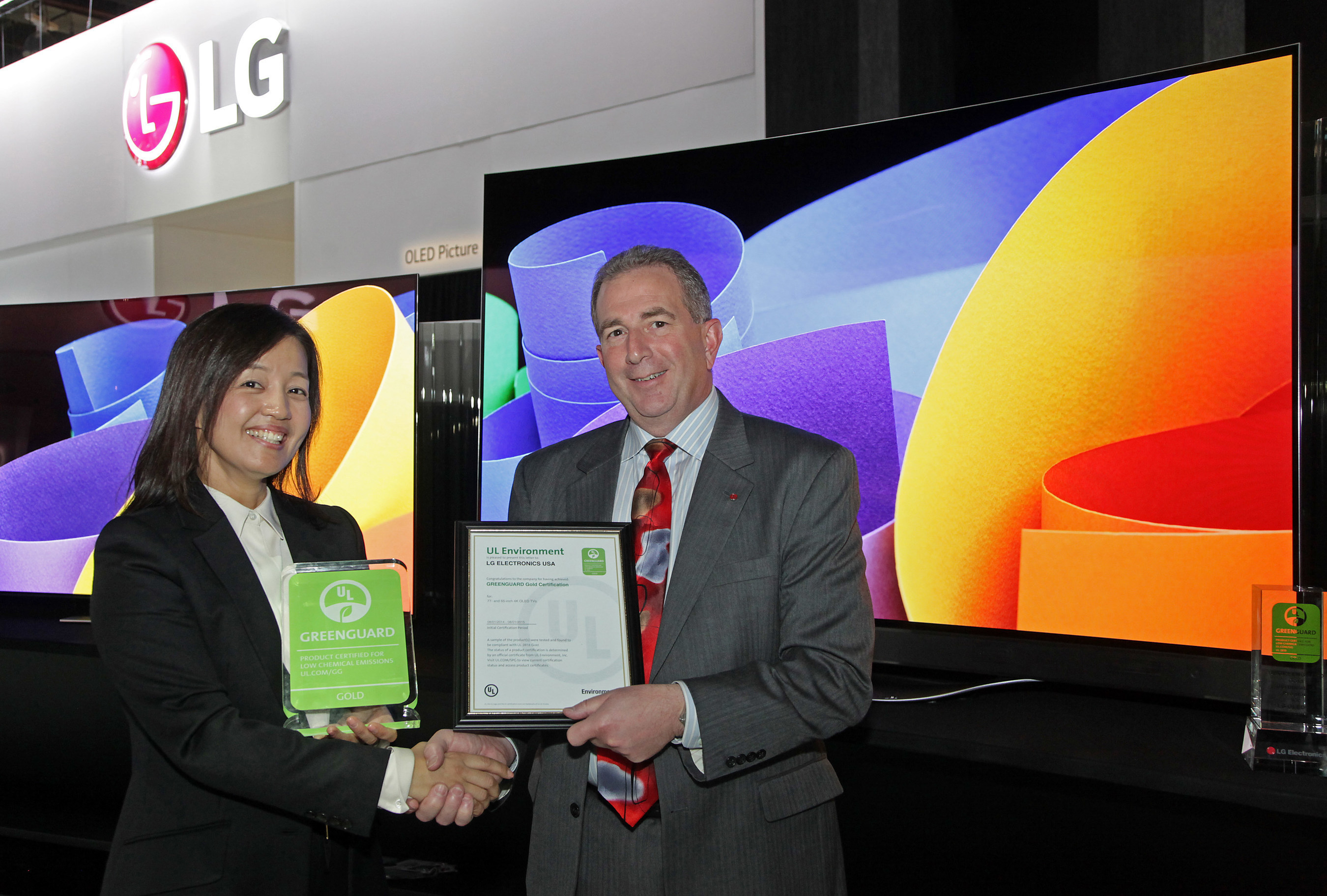 LG Electronics USA and UL Environment announced that LG's new 55-, 65- and 77-inch class 4K Ultra HD OLED TVs have received the coveted GREENGUARD Certification, which sets a new precedent for television manufacturers to help create healthier indoor environments. At an award ceremony at the 2015 International CES are Jamie Yeom, Global Account Director, Business Development & Marketing, UL Korea Ltd., and Tim Alessi, LG's U.S. Head of New Product Development.