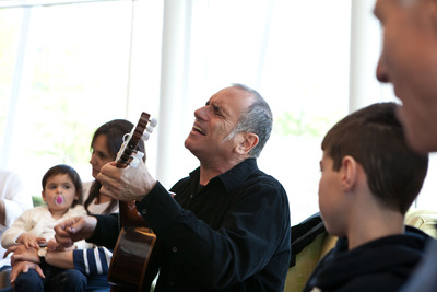 David Broza visited and performed with young Israeli patients and their families on Sunday, April 21 at Cincinnati Children's Hospital Medical Center.  (PRNewsFoto/Cincinnati Children's Hospital Medical Center)