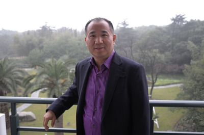 "Las Vegas businessman, David Jin, visionary and developer of the Grand Canyon Skywalk, passed away peacefully in Los Angeles last night after a four-year battle with cancer. Jin devoted his career to bringing tourists from his native China to the United States through his company, Oriental Tours, Inc., so they could experience the splendor of the Southwest. ""David had the vision of exposing visitors from around the world to the wonders of the Southwest, Las Vegas and the Grand Canyon as only an immigrant who loved this country could have. His family will fulfill his vision,"" said attorney Mark Tratos.  (PRNewsFoto/Grand Canyon Skywalk Development)"