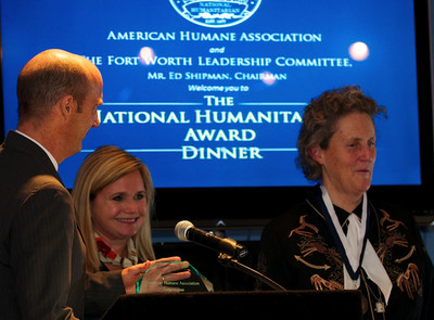 Actor/director Anthony Edwards and American Humane Association President Robin Ganzert award the National Humanitarian Medal to animal welfare pioneer Dr. Temple Grandin.  (PRNewsFoto/American Humane Association)