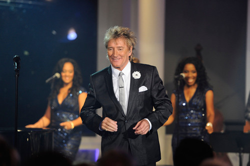 "Rod Stewart Once Again Shatters HSN Sales Records, Selling Nearly 30,000 Copies Of ""MERRY CHRISTMAS, BABY"" Following HSN Live Concert Series Performance October 26.  (PRNewsFoto/HSN)"