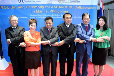 From left to right; Mr. Thanis Na Songkhla, Minister, The Royal Thai Embassy, Manila, Mrs. Supawan Teerarat, Vice President Strategic and Business Development, Thailand Convention and Exhibition Bureau, Atty. Miguel Varela, President, Philippine Chamber of Commerce and Industry (PCCI), Mr. Nopparat Maythaveekulchai, President, Thailand Convention and Exhibition Bureau, Consul Jose Luis Yulo, Jr., President, Chamber of Commerce of the Philippine Islands (CCPI). (PRNewsFoto/Thailand Convention & Exhibition Bureau) (PRNewsFoto/THAILAND CONVENTION & EXHIBITION)