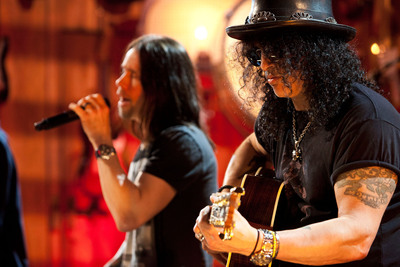 Guitar Center Sessions premieres May 18 at 9pm on DirecTV with Slash featuring Myles Kennedy and The Conspirators.  (PRNewsFoto/Guitar Center)