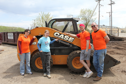Representatives of CASE and CNH Industrial participate in the Victory Garden Blitz (PRNewsFoto/CASE Construction Equipment)