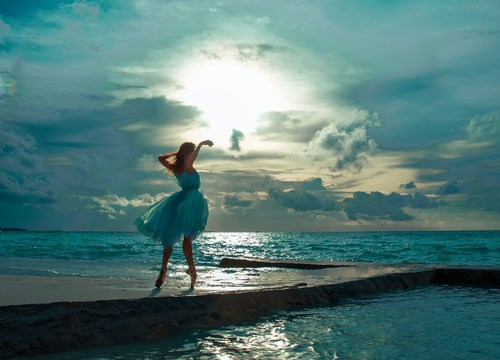 (Oxana Bondareva) - Motion of the Ocean: The real and surreal meet at the water's edge. (PRNewsFoto/Per ...