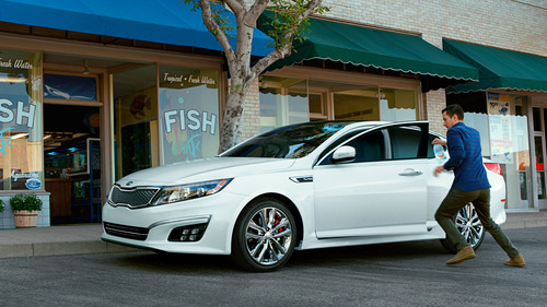 Redesigned 2014 Kia Optima Saves The Day With Technology And Turbocharged Performance In New Spanish-Language Advertising Campaign. (PRNewsFoto/Kia Motors America) (PRNewsFoto/KIA MOTORS AMERICA)