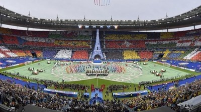 The opening ceremony of the EURO 2016, which was held at Stade de France,  was an gorgeous  12 minutes show with the performances of David Guetta, Dj and the author of the anthem of the EURO 2016, and Zara Larsson. The ceremony paid tribute to France, its traditions and its history. The 'Joie de Vivre' the French spirit was enhanced by the colorful scenery and costumes that have took everyone to a playful and surreal world. The field was covered with a carpet along 105 meters to 70 which 550 performers had life in the show with the choreography carried out by Wanda Rokicki. (PRNewsFoto/Filmmaster Events)
