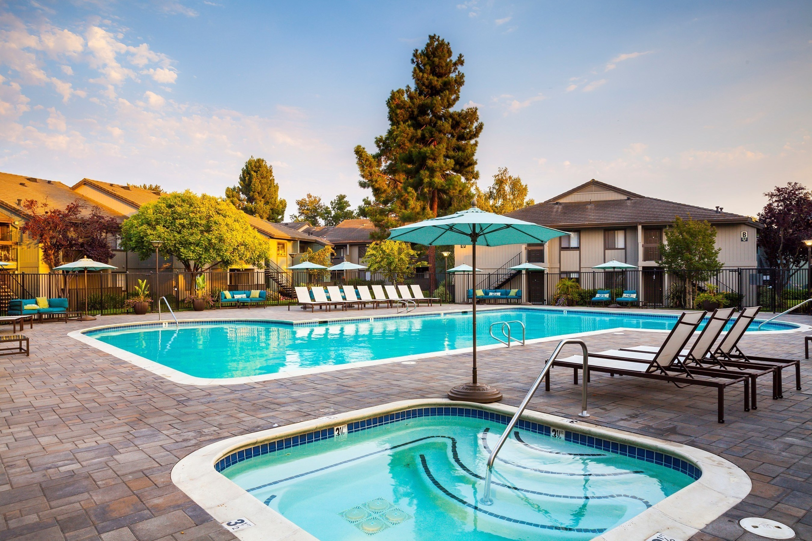 Phoenix Realty Group and Intercontinental Real Estate Corporation Acquire 544-unit Multifamily Property in East Bay Area